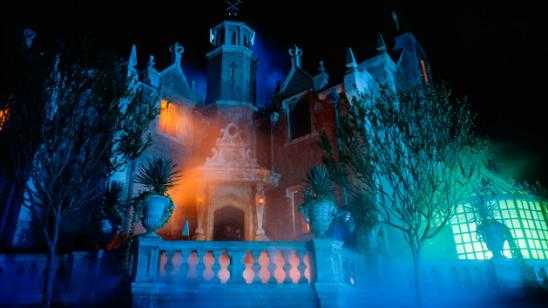 Documentary on Disneyland Extinct Attractions: Haunted Mansion History [Video]