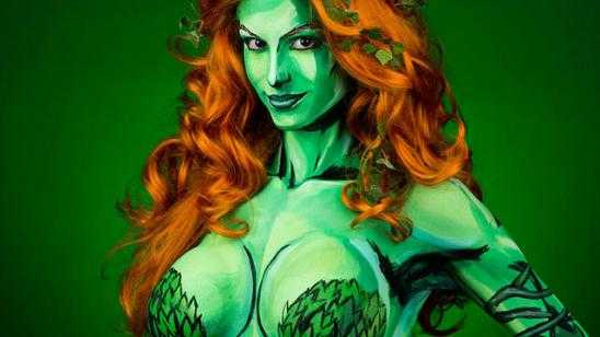 Amazing POISON IVY Cosplay Will Make You Green!