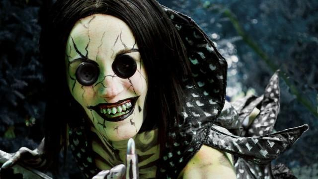 Haunting CORALINE Other Mother Cosplay is Nightmarish